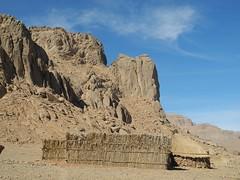 Chad Tibesti NE Aozi (ursulazrich) Tags: tschad chad ciad tchad sahara tibesti afrika africa afrique village huts hütten matten dorf rocks mountains