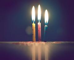 [Bint.3] (Aih.) Tags: birthday friends blur cute sorry for candle very bokeh being late bathroomp a cutecandles 1162009