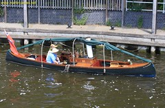 2009-05-31-194 v1 River Thames Steam Canoe SC Steampiper (Martin-James) Tags: steam steamboat 500views steamship riverthames riverview henleyonthames oldtechnology traditionalboat steampowered thamesview steamlaunch marshlock historicboat steamcanoe scsteampiper steampiper thamesideview