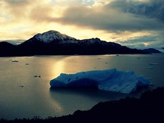 Waiting for the right time (Ai in Technicolor) Tags: chile blue sunset sky patagonia mountain montagne blu cielo iceberg ghiaccio