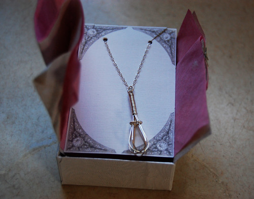 Whisk necklace 02