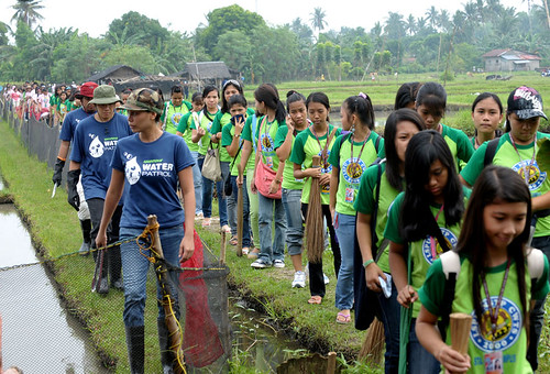 Greenpeace and Laguna youth call for longer-lasting solutions to pollution on International Coastal Clean-up Day