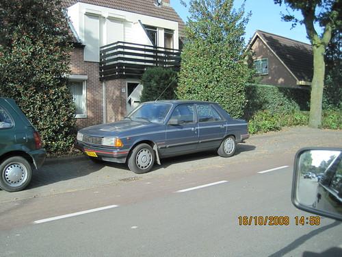 Peugeot 305. PEUGEOT 305