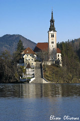 Bled - Church of the Assumption of Mary (Eliseo Oliveras) Tags: lake mountains alps church architecture alpes lago island julian arquitectura europa europe iglesia lac slovenia bled romantic slovenija baroque isla romantico eglise eslovenia ille illa llac slovenie barroco esglesia romantique julianalps barroc julianos pilgrimagechurchoftheassumptionofmary eliseooliveras
