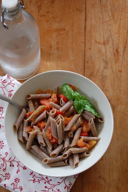 Pasta di grano saraceno con pomodorini