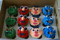hollah: sesame street party ({ coco cake cupcakes }) Tags: oscarthegrouch elmocake cookiemonstercake sesamestreetcake erniebert elmocupcakes cococake cupcakesvancouver cookiemonstercupcakes sesamestreetcupcakes lyndsaysung cococakecupcakes