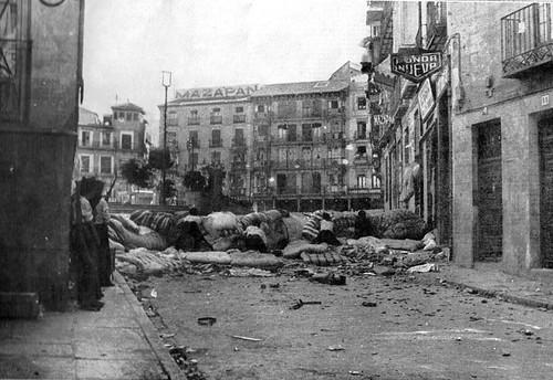 Combates cerca de Zocodover el 22 de julio de 1936. Foto aparecida en la revista L'ILLUSTRATION de agosto de 1936 en Paris. Archivo Matias Alonso Fundació Societat i Progrés Valencia