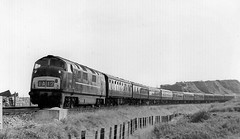 "D870 ""Zulu"" at Dawlish Warren, 19th September 1963 (rugd1022) Tags: br diesel swindon class warren 42 warship wr zulu 1963 hydraulic dawlish d870 d8xx"