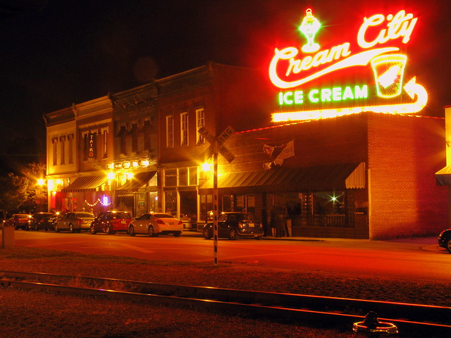 Cookeville Broad St across from depot at night