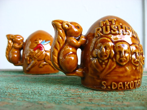 souvenir squirrel Mt. Rushmore salt and pepper shakers