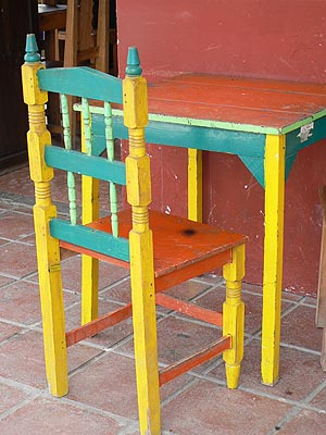 table et chaise colorées.jpg