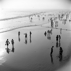 a day at the beach (AAGCTT) Tags: california summer people 6x6 film beach mediumformat losangeles santamonica silhouettes pacificocean rolleiflex28 efker25 valeriee inspiredbyvaleriechiang