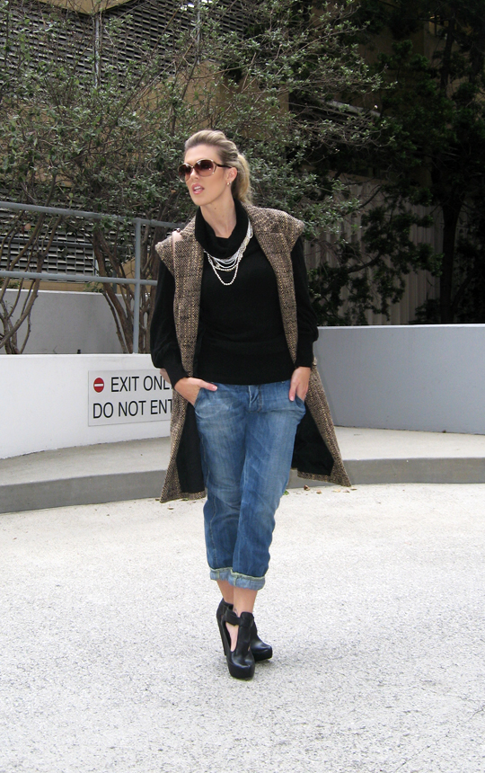 sleeveless-tweed-coat-jeans-wedges-5