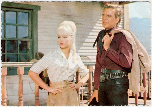 Elke Sommer and Götz George in Unter Geiern