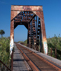 DaBridge (...-Wink-...) Tags: california railroad bridge filter rusted ventura truss polarizing nikkor50mm18 nikond80