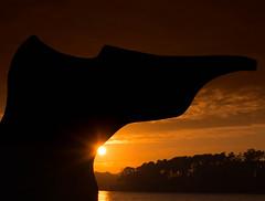 Escultura a contraluz I (Monica Fiuza) Tags: sunset solpor galicia sanxenxo contraluz