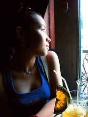 Summer-Orange-Juice 9Fh ---Ue-12 (ANDY LEDDY) Tags: windowshot indoorshot quarzoespecial vietnameseladyportrait andyleddphotography summerorangejuice huynhnhuthuy