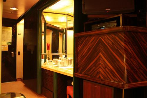 Carnival Elation - Demi-suite Vanity