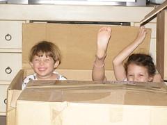(dafna talmon) Tags: kids moving boxes  dafnatalmon