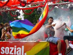 Die Linke. (ЯAFIK ♋ BERLIN) Tags: berlin prideparade rainbowflag cuteguy dielinke cristopherstreetday gayprideberlin csd2009 dielinkequeer