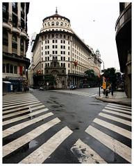 <> (zaqi) Tags: street old winter classic argentina rain corner calle lluvia buenosaires geometry empty streetphotography bank esquina invierno standard 2009 senda peatonal vacia zaqi
