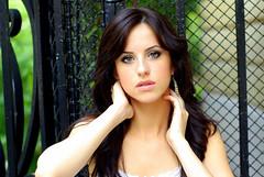 Kriss Kross (Ecko Zanzibar) Tags: woman paris girl beautiful wonderful gorgeous femme belle jolie lovely brune kriss classy superbe frenchwoman k10d 50mmsmcfa14 femmefrancaise