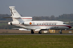 T18-3 - 45-42 - 77 - Spanish Air Force - Dassault Falcon 900B - Luton - 090402 - Steven Gray - IMG_2921