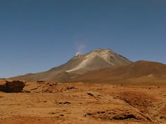 Cerro Ollage (Lagavulin2) Tags: chile paisajes primavera southamerica desert bolivia desierto altiplano 2007 puna volcanes potos sudamrica flaga suramrica amricadelsur fronteras desiertos canonps transamericananov07 volcnollage pmarrn