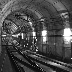 looking deep into the tunnel (UnprobableView (busy...)) Tags: track lisboa lisbon tunnel rossio tnel caminhodeferro unprobableview