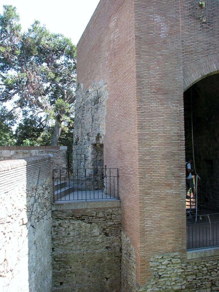 Реставрация городских стен