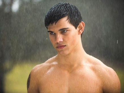 taylor-lautner-jacob-black-naked-in-rain-new-moon-thumb-437x329