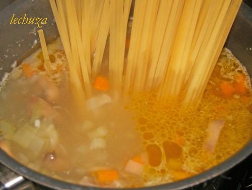Sopa tallarines-añadir pasta