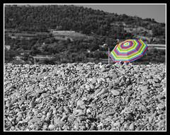 strisce (/Daniela Blanca Trueba/) Tags: bw montagne mare sassi ombrellone desaturazione