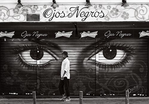 Unos Ojos Negros