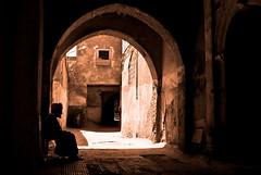 La larga espera / the long wait (dani.Co) Tags: africa old sepia nikon oldman explore morocco anciano marruecos viejo callejn d300 cs4 frica explored danico wwwdanielcanoottcom