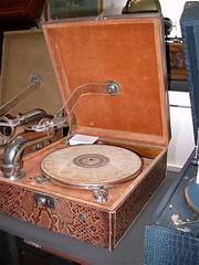 Tourne-disques04-r (Geher) Tags: france radio de son musée sound museums orgues yonne enregistrement barbarie cylindres tournedisques stfargeau limonaires magnétophones