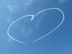 [フリー画像] [人工風景] [飛行機雲] [ハート] [空の風景] [青色/ブルー]      [フリー素材]