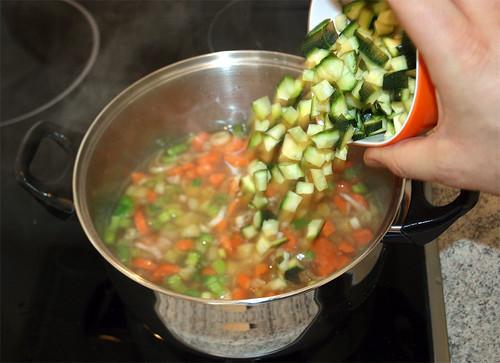 23 - Zucchini beigeben