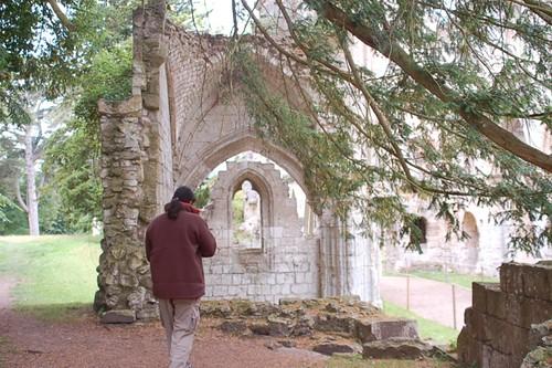 Das wollte ich schon immer mal schreiben, seit dem ich es in den populärwissenschaftlichen Büchern meines Vaters las: Der Autor auf dem Weg in die karolingische Kapelle