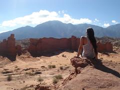 En el fin del mundo . (Eiti Leda) Tags: argentina mujer paisaje cielo nubes infinito pensar rocas montaas piedras tierra cafayate observar norteargentino