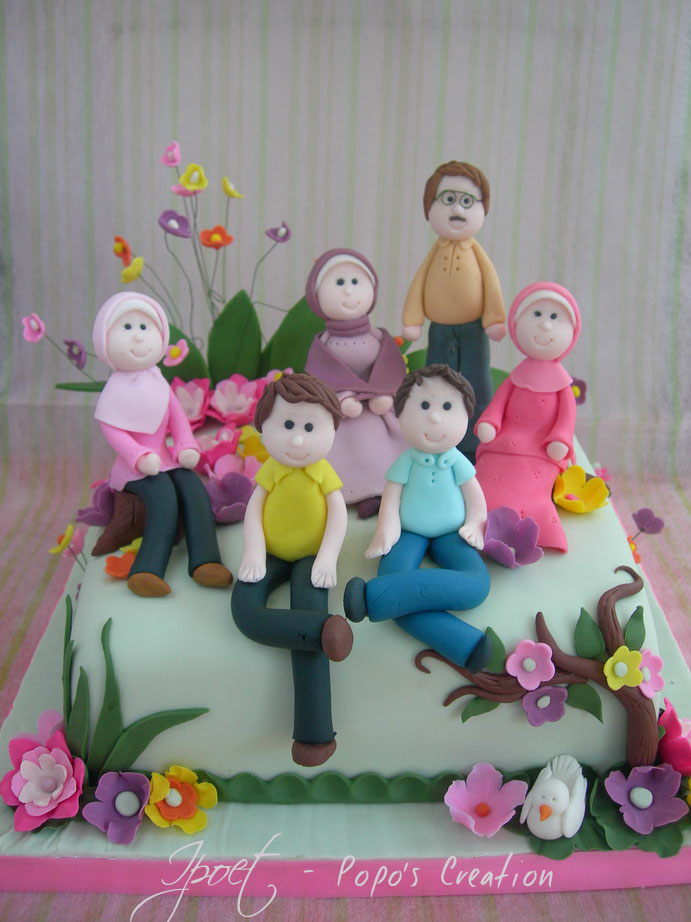 Family in One Cake