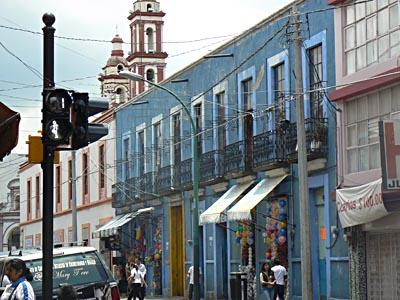 fils électriques à Puebla.jpg