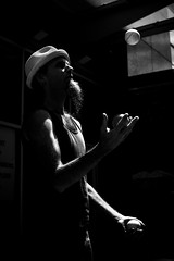 Xavier (02) - 22Jun09, Detroit (USA) (]) Tags: light portrait blackandwhite bw man hat ball dark beard noiretblanc lumire nb sombre chapeau xavier juggle juggler barbe homme jongleur balle jongler