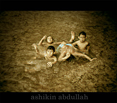 Budak-budak Main Ayaq (Ashikin Abdullah) Tags: friends smile kids photomanipulation photoshop fun kid photographers son malaysia photoediting malaysian visualart melayu malay