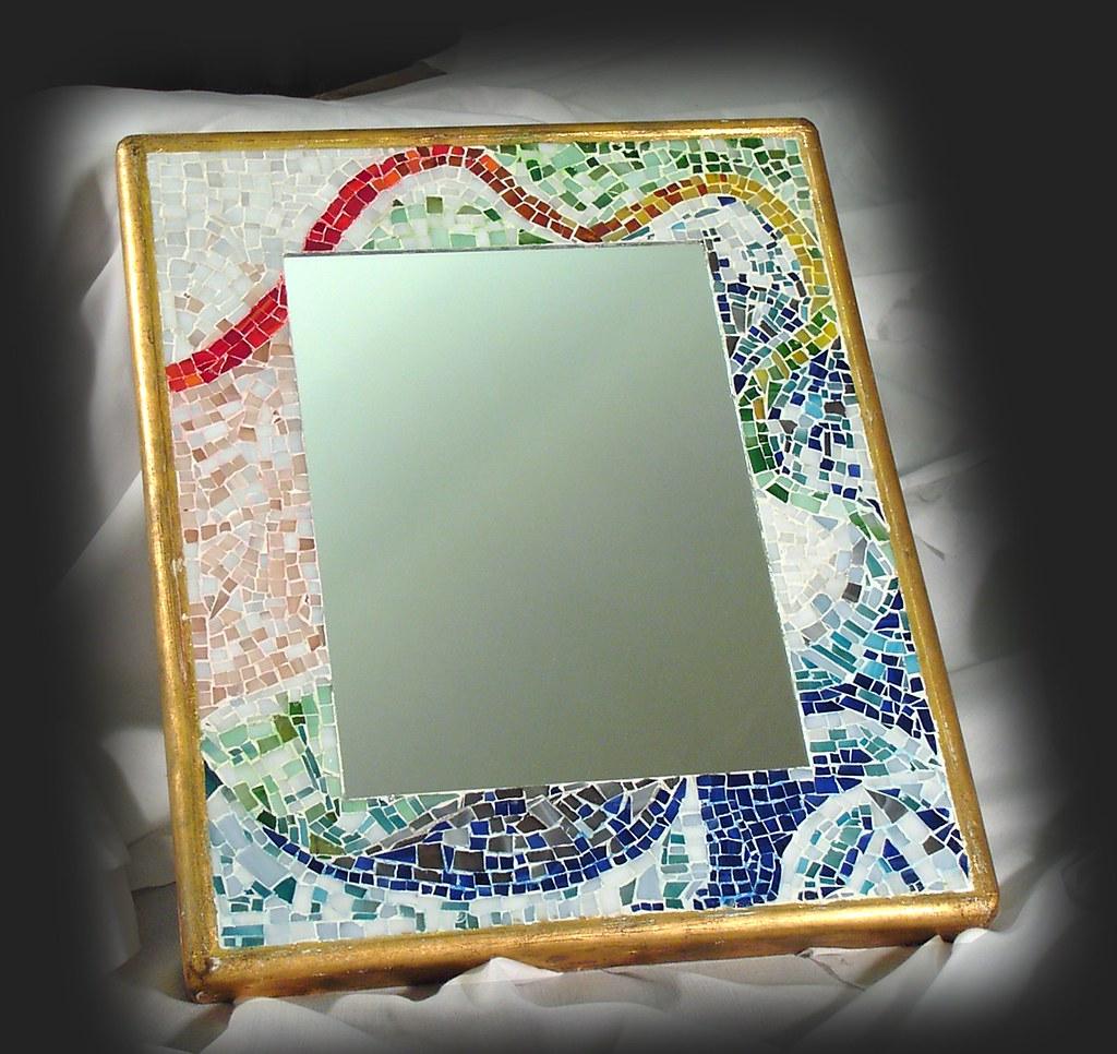 Specchio con cornice in mosaico di tessere di vetro  realizzato artigianalmente a mano dai maestri della Vero s.n.c.