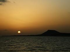 Atardece en La Graciosa (limonium64) Tags: sunset paisajes sun sol atardecer landscapes mar cielo isla islascanarias volcn lagraciosa the4elements olympussp560uz
