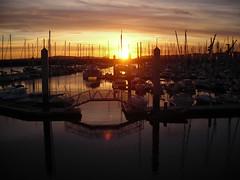 Tramonto al porto#1 (Kiaura) Tags: tramonto barche porto cielo brest sole bateau crpuscule francia voile coucherdusoleil bretagna