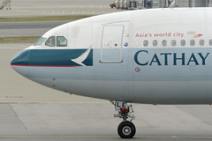 Cathay Pacific Airbus A330 (B-HLE) DSC1675 (KWsideB) Tags: tarmac plane airplane hongkong airport ramp aircraft aviation jet cx aeroplane apron international airbus hkg a330 airliner airtravel taxiing planespotting oneworld cpa hkia a333  cheplapkok cathaypacificairways vhhh   a330342 bhle