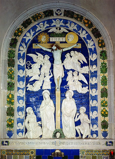Andrea della Robbia, Crocifissione con angeli e i SS. Francesco e Girolamo, 1481. La Verna, cappella delle Stimmate