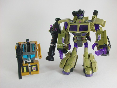 Transformers Swindle Animated Deluxe vs G1 - modo robot